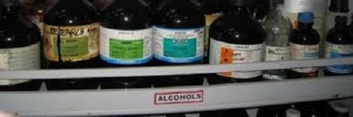 نگهداری مواد شیمایی در آزمایشگاه